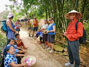 Rencontre avec des villageois au Vietnam