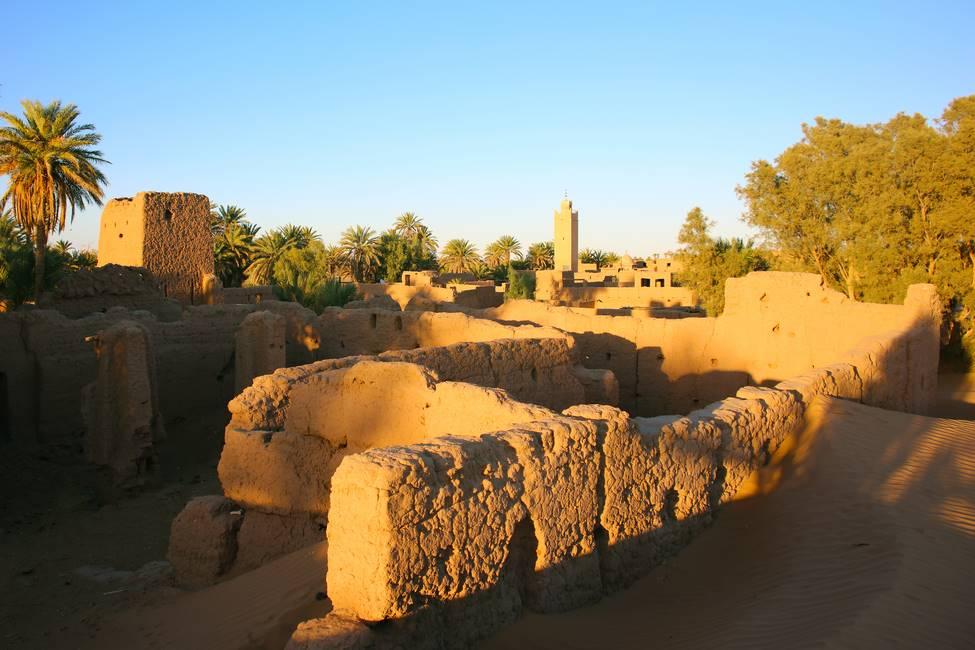 Anicien quartier en pisé du village de M'Hamid, aux portes du désert du Sahara au Maroc