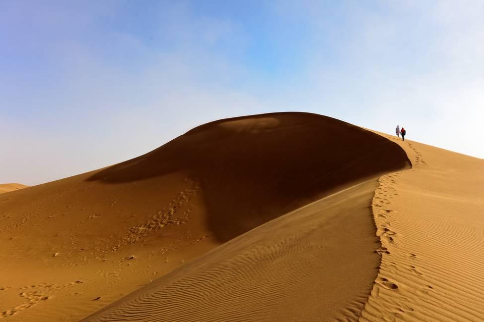 Haute dune de Chégaga dans le désert du Sahara au Maroc