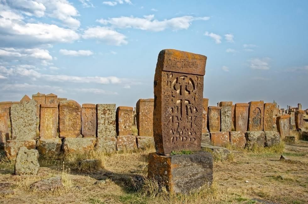 Khatchkars du cimetière de Noradouz proche du lac Sévan en Arménie
