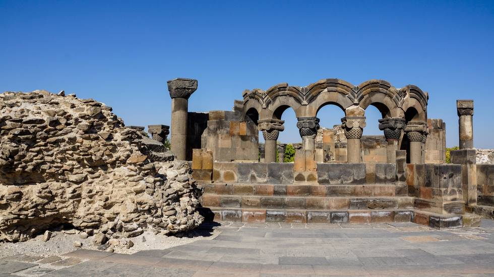 Ruines du site archéologique de Zvarnots en Arménie