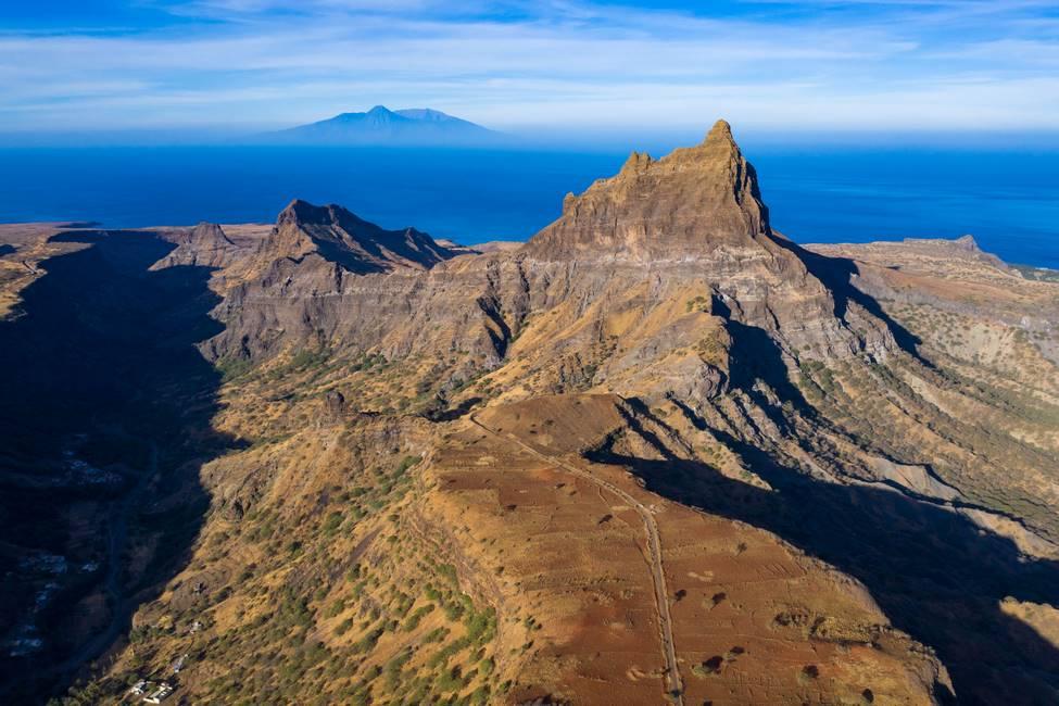 Vue aérienne du mont Brianda à Rebeirao Manuel sur l'île de Santiago au Cap-Vert
