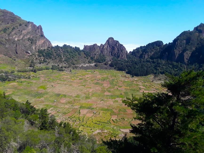 Paysage de montagne et de cultures sur l'île de Santo Antao au Cap-Vert