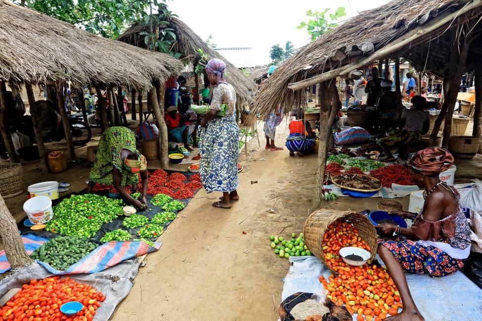 Stand de fruits et légumes dans un marché au Togo