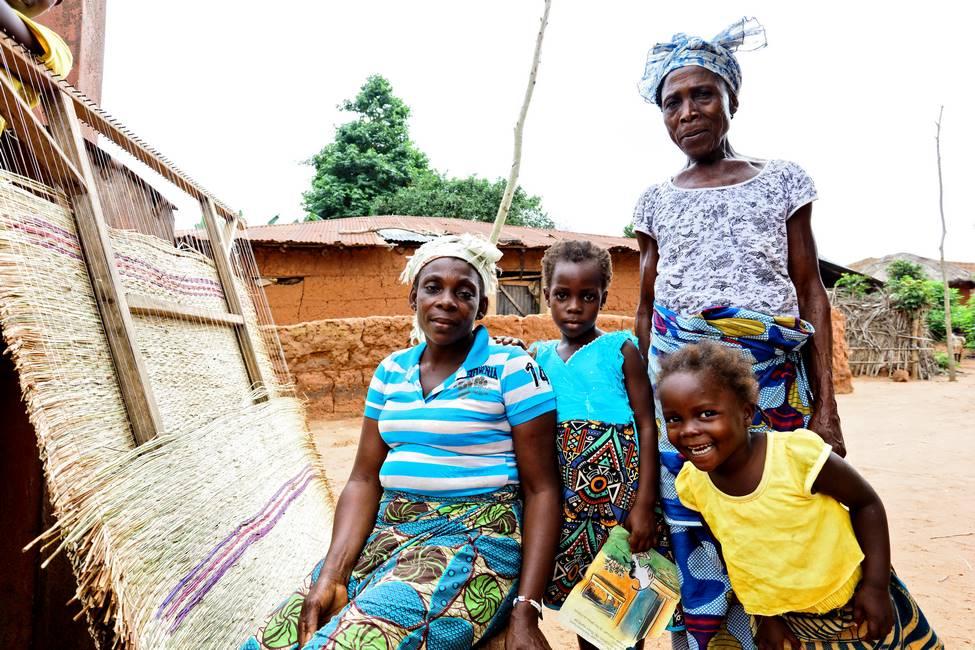 Famille dans un village au Bénin