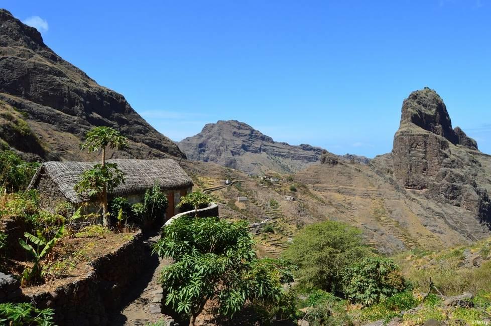 Paysage de montagne sur l'île de Santo Anto au Cap-Vert