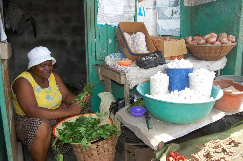 Commerçante dans un marché au Cameroun