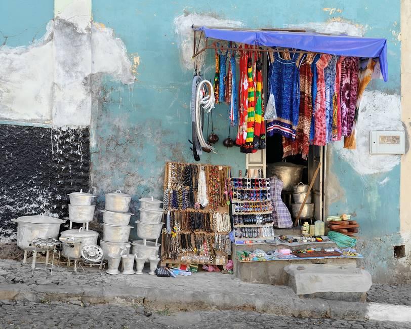 Boutique de souvenir sur l'île de Santiago au Cap-Vert