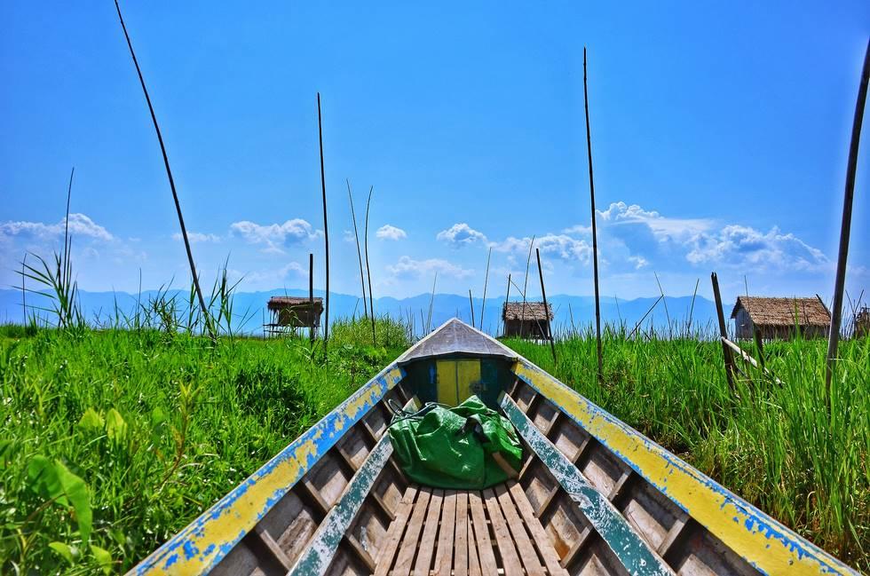 Balade en bateau dans les villages lacustres du lac Inlé en Birmanie