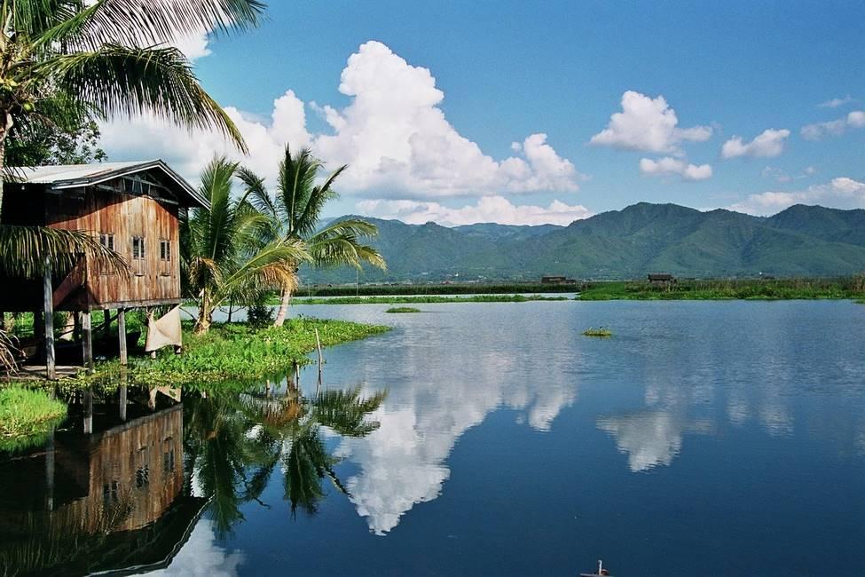 Village lacustre du lac Inlé en Birmanie