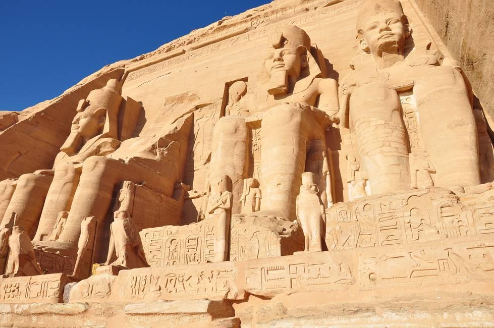 Temple d'Abou Simbel sur le lac Nasser au sud de l'Egypte