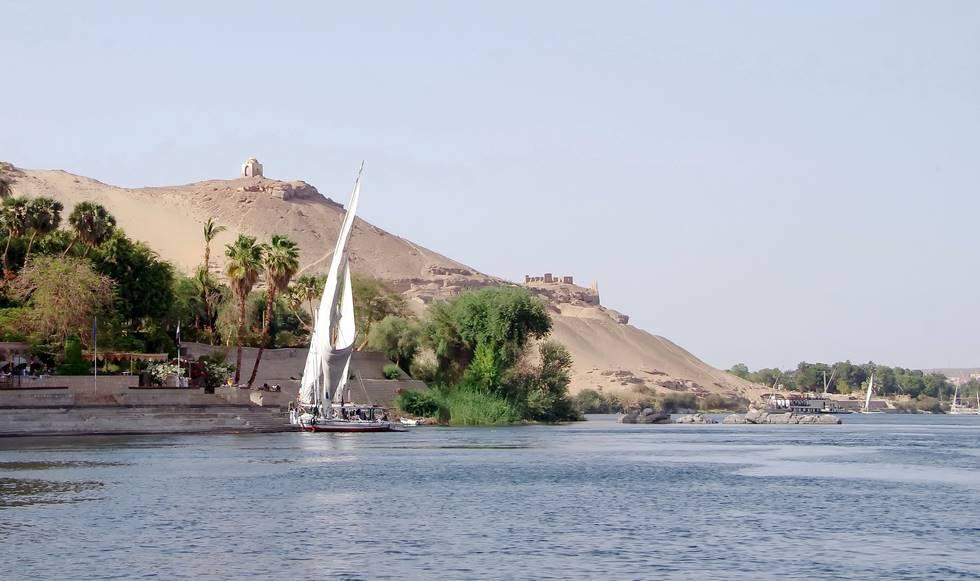 Felouque sur le Nil proche du désert et d'Assouan dans le sud de l'Egypte