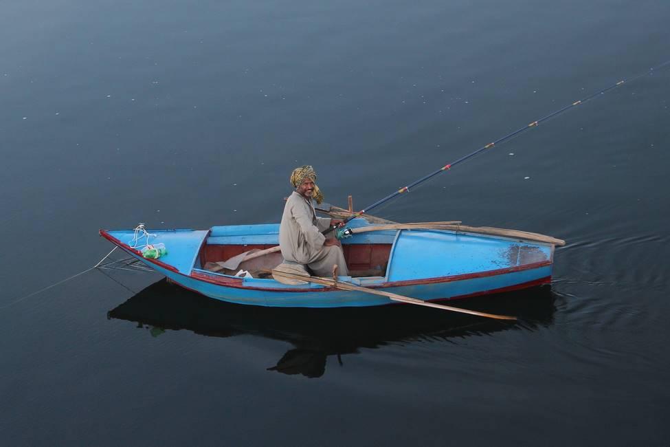 Pêcheur sur le lac Nasser dans le sud de l'Egypte