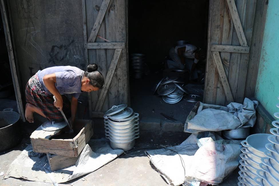 Fonderie de marmitte à Ambatolampy à Madagascar