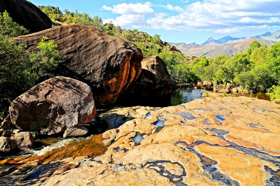 Piscine naturelle dans la vallée de Tsaranoro à Madagascar