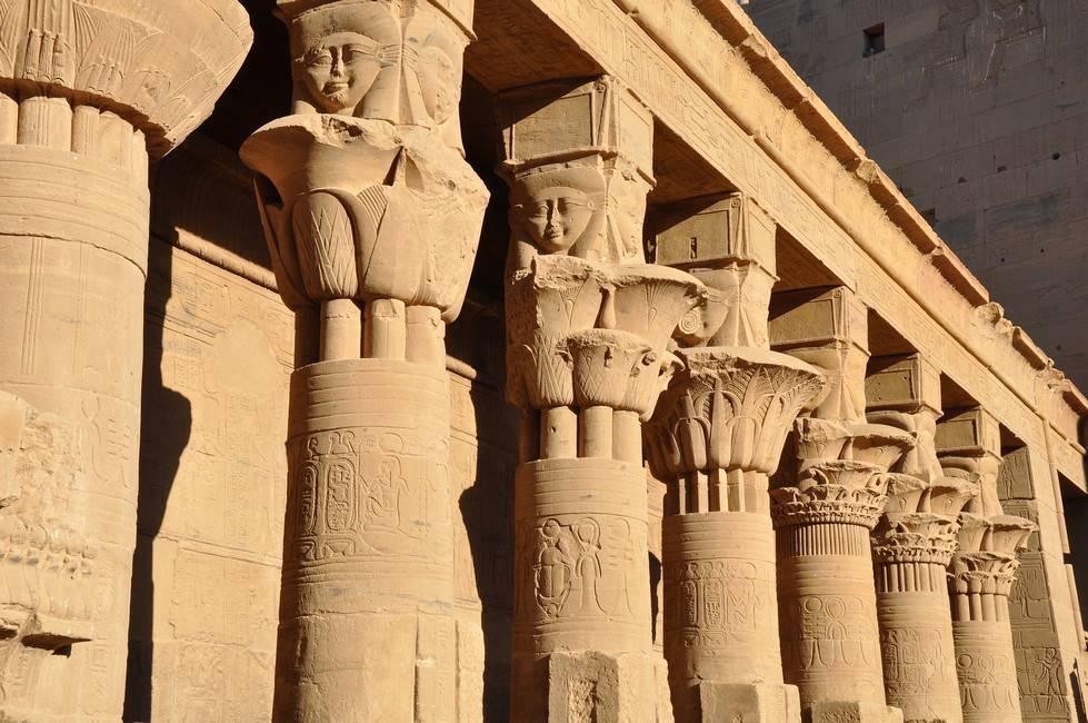 Colonnes du temple de Philae en Egypte