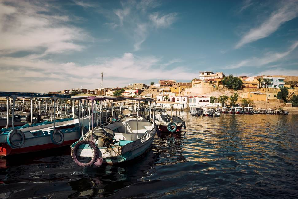 Bateaux dans le port d'Assouan en Egypte