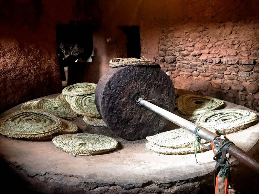 Meule traditionnelle pour fabriquer l'huile d'olive au Maroc