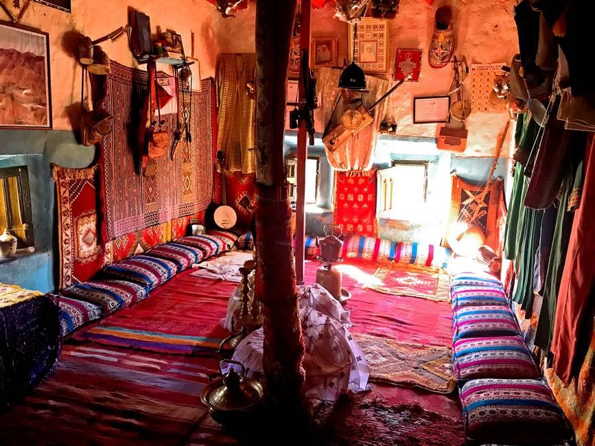Intérieur d'une maison traditionnelle à Tafraoute au Maroc