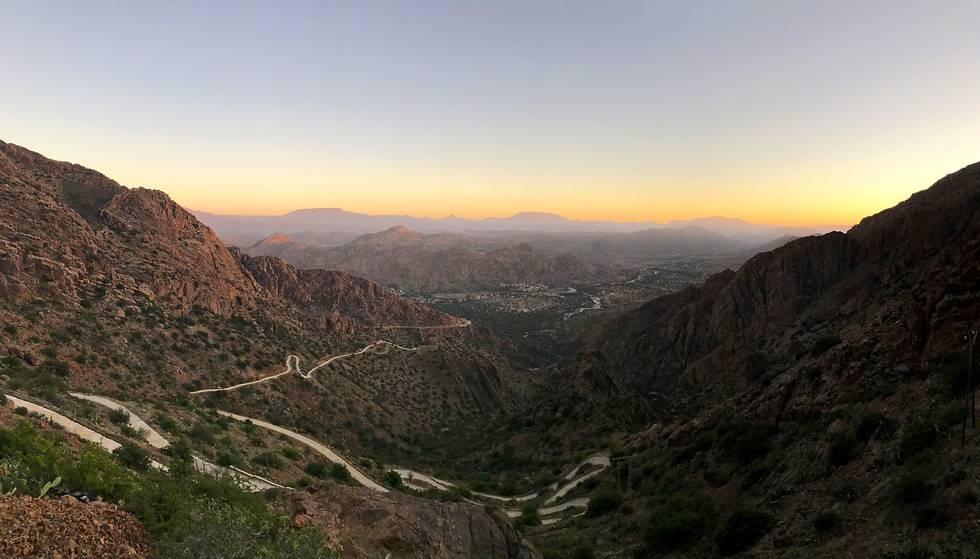 Paysage des montagnes de l'anti-Atlas pris depuis le village de Tagdicht au Maroc