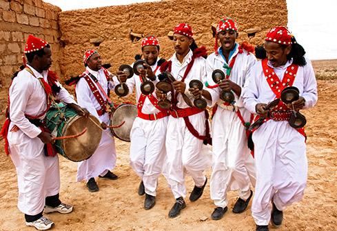 Danse et chant gnawa dans le village d'Aoufous au Maroc