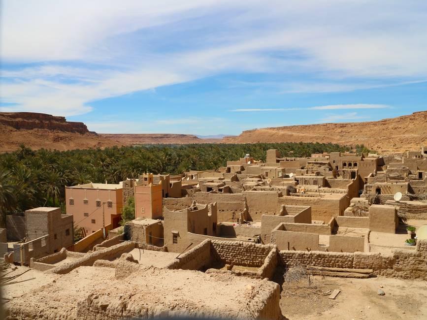 Vue sur l'oasis du Ziz près d'Errachidia au Maroc