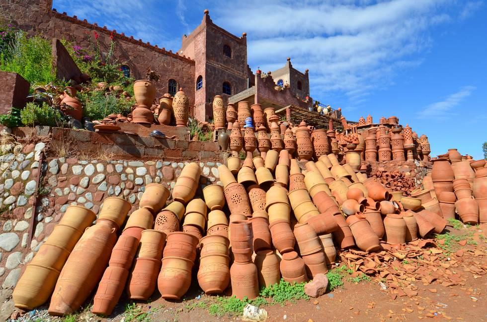 Poterie de la vallée de l'Ourika dans le haut-Atlas au Maroc
