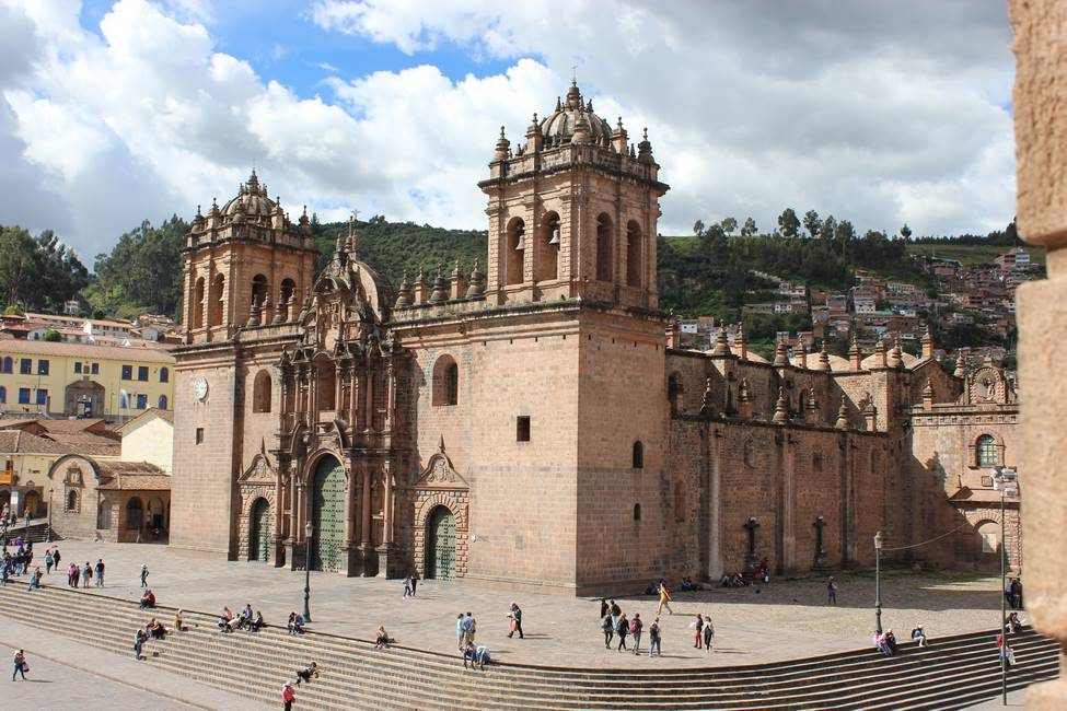 Place des armes à Cusco dans les Andes au Pérou