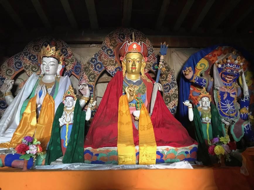 Autel dans un temple du Langtang, Népal