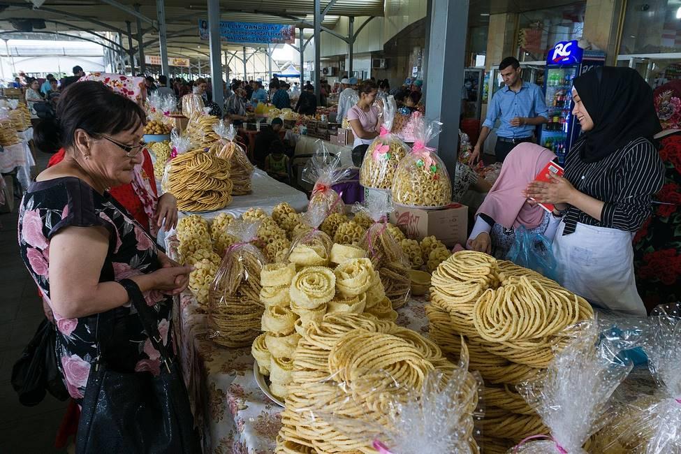 Marché de Chorsu à Tachkent en Ouzbékistan