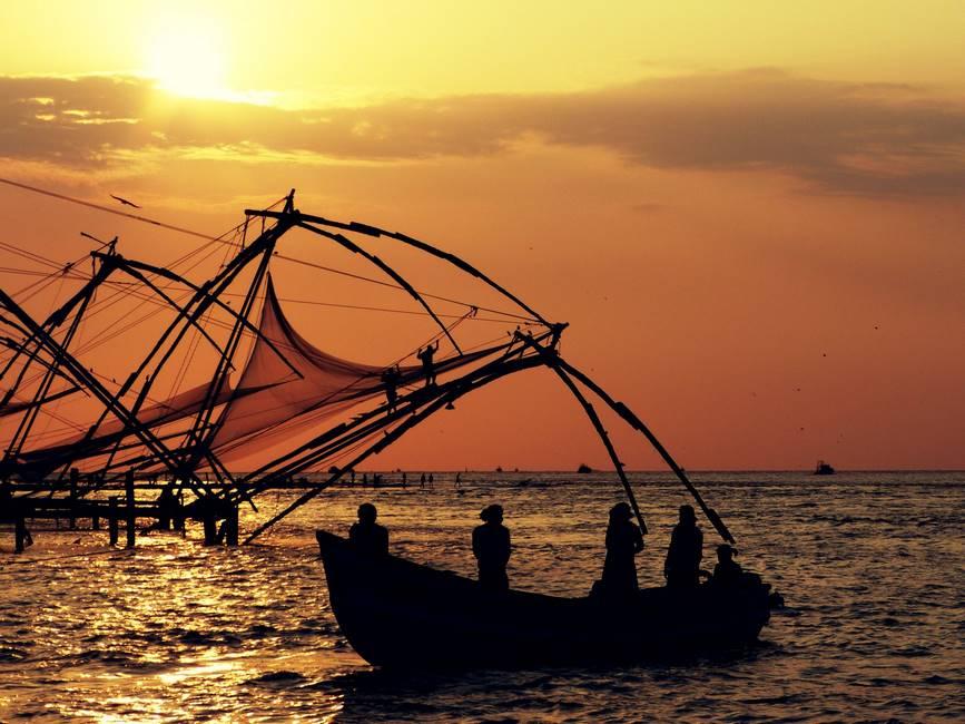 Pêcheur à Cochin dans le Kérala au sud de l'Inde