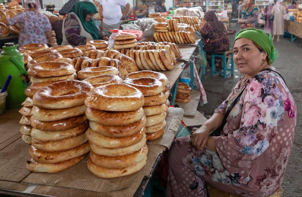 Boulangerie sur le marché Chorsu à Tachkent en Ouzbékistan
