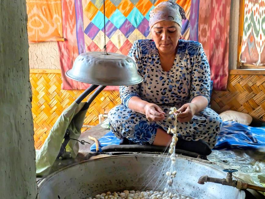 Filature de la soie à Marguilan dans la vallée de Fergana en Ouzbékistan