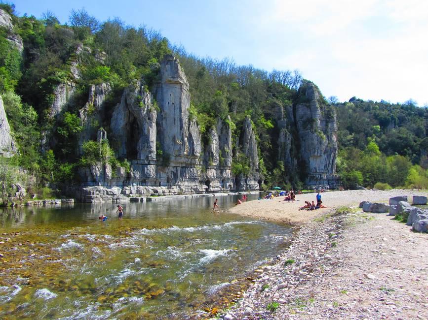 Plage des gorges de l'Ardèche à Balazuc