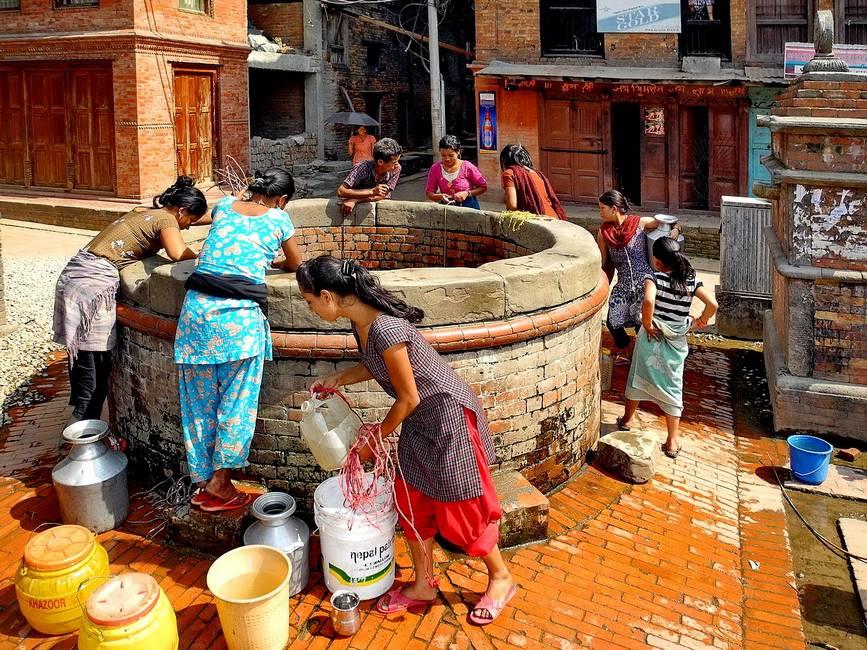 Scène de vie dans les rues de Bhaktapur au Népal