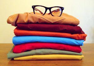 Don de vêtements et de lunettes