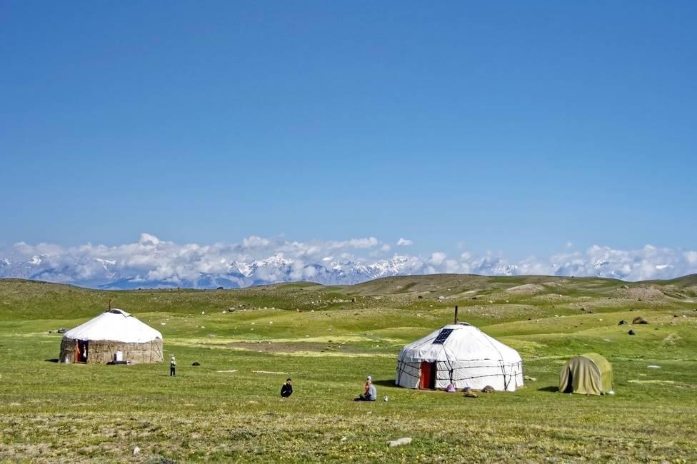 Yourtes de bergers nomades au Kirgizistan