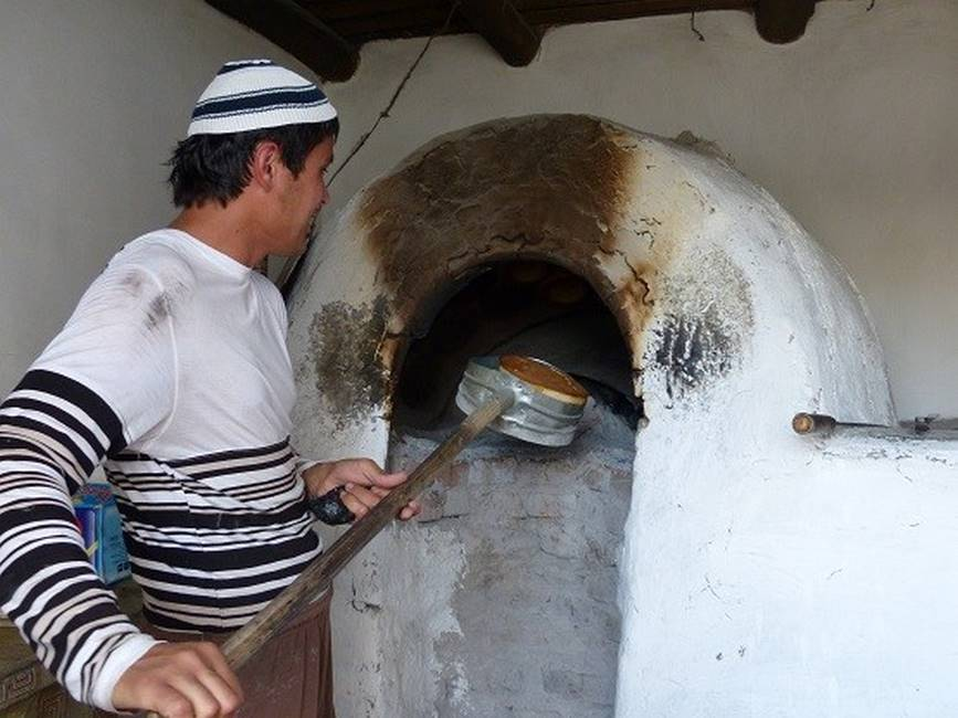 Fabrication du pain obi non en Ouzbékistan