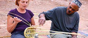 Atelier d'artisanat dans un village au Maroc