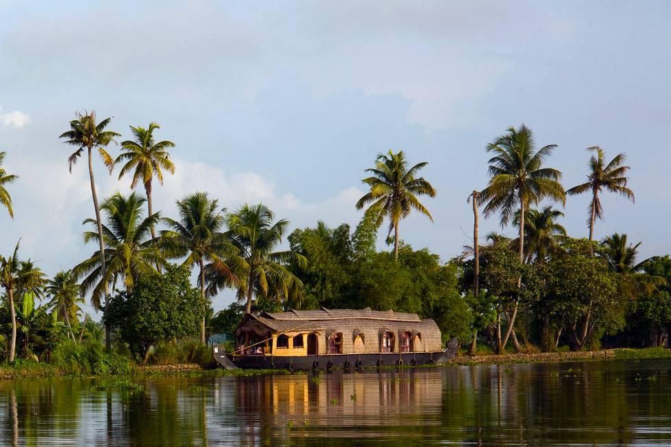 Backwater ou bateau maison à Allepey au Kérala dans le sud de l'Inde