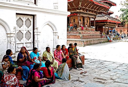 Groupe de femmes dans le quartier de Dubar Square à Katmandou au Népal