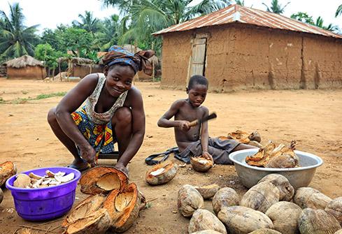 Scène de vie quotidienne dans un village Ewe au sud Togo