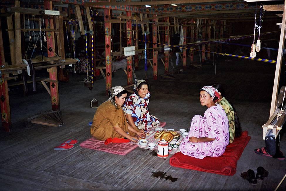 Fabrique de tissu en soie à Marguilan dans la vallée de Fergana en Ouzbékistan