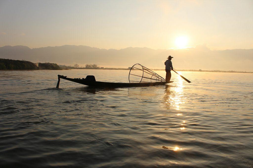 Pêcheur sur le lac Inle, Birmanie