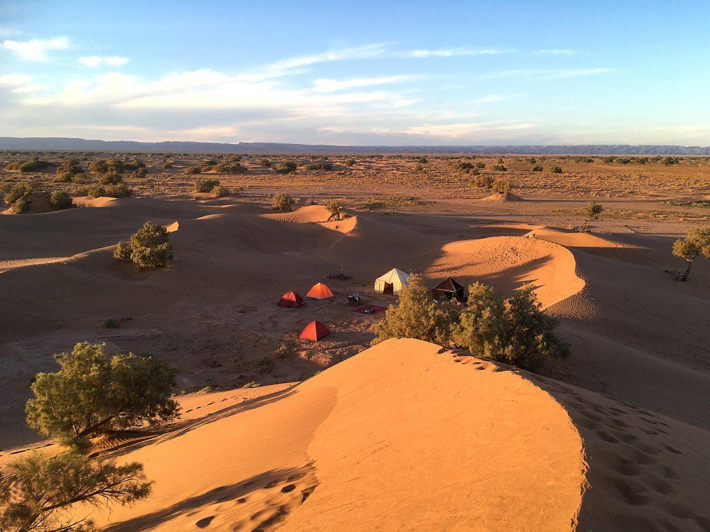 Bivouac dans les dunes du sahara marocain